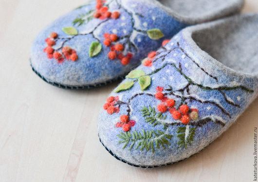 """Обувь ручной работы. Ярмарка Мастеров - ручная работа. Купить Валяные тапочки"""" Первый  снег"""". Handmade. Серый, тапочки из шерсти"""