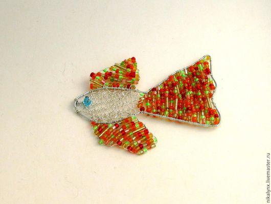 """Кулоны, подвески ручной работы. Ярмарка Мастеров - ручная работа. Купить Подвеска из бисера """"рыбка"""". Handmade. Подвеска, wire wrap"""
