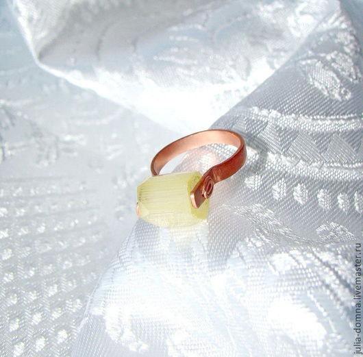 Кольцо авторское ручной работы  Only One Медь, чешское стекло.