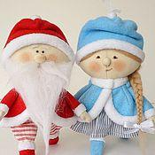 Куклы и игрушки ручной работы. Ярмарка Мастеров - ручная работа Дед Мороз и Снегурка Текстильные куклы - подвески Игрушка на Елку. Handmade.