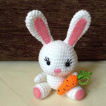 Куклы и игрушки ручной работы. Ярмарка Мастеров - ручная работа Пасхальный зайчик, кролик вызаный, подарок на Пасху, Новый год. Handmade.