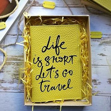 "Канцелярские товары ручной работы. Ярмарка Мастеров - ручная работа Обложка на паспорт ""Life is short, lets go travel"". Handmade."