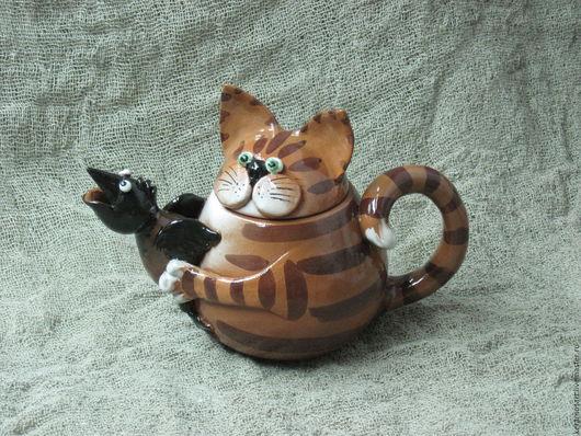 Чайник керамический `Кот-птицелов` выполнен вручную.  Носик чайника выполнен в виде птички. Объем 0,5 л. Возможно изготовление любого объема. К чайнику в комплект можно заказать чашки в этом же стиле.