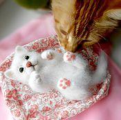 Куклы и игрушки ручной работы. Ярмарка Мастеров - ручная работа Котёнок войлочный Ясенька - игрушка интерьерная. Handmade.